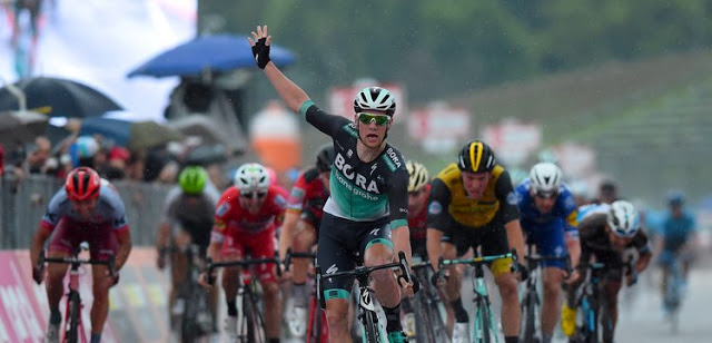 Second incredible stage win for Sam Bennett at the Giro d'Italia