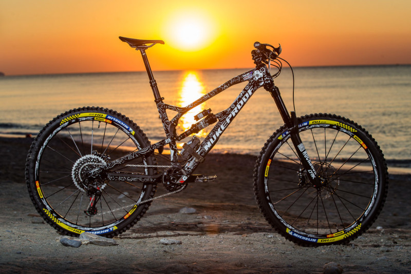 Sam Hill Mega 275C Day of the Dead Bike Check