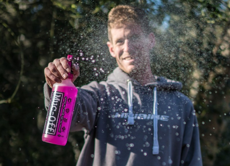 Muc-Off Signs Sam Pilgrim