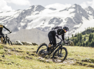 Neuron: Canyon's Do-It-All Trail Bike Gets New Colours and Specs for My 2021