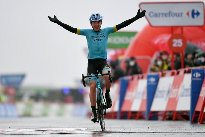 Vuelta a España. Stage 6. Ion Izagirre Takes a Beautiful Win Atop Aramón Formigal